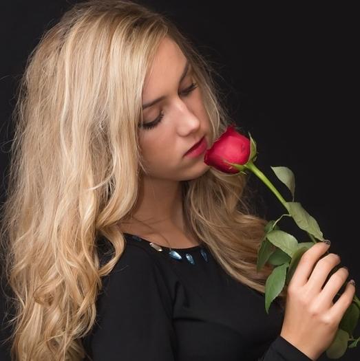 girl-559307_1280