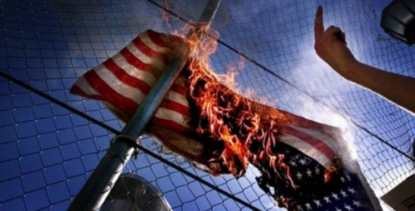 us-flagge-brennt-01.jpg